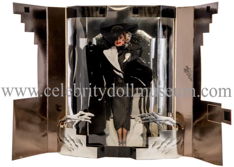 Glenn Close doll box open